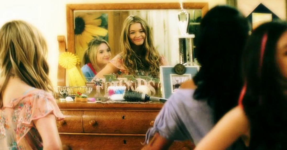 Pretty Little Liars - 17 Reasons The Pretty Little Liars Were #FriendshipGoals In Season 1! - 1002