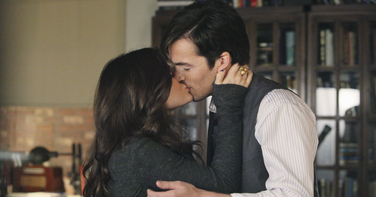 Pretty Little Liars - How Did 'A' Know Everything About The Liars In Season 1?! - 1006
