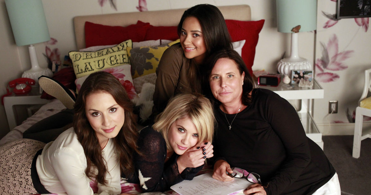 Pretty Little Liars - A Special Tell-All PLL After Show Is Set To Debut Following The Series Finale! - 1005