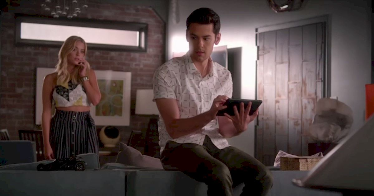 Pretty Little Liars - Exclusive Episode 19 Sneak Peek: Are Hanna And Jordan In Trouble? - 1002
