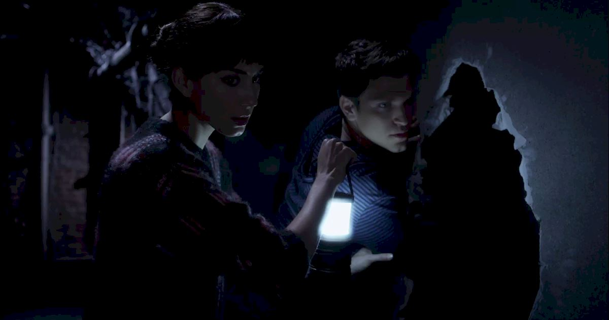 Pretty Little Liars - Exclusive Finale Video: Someone's Hot On Spoby's Heels...But Who?! - 1004