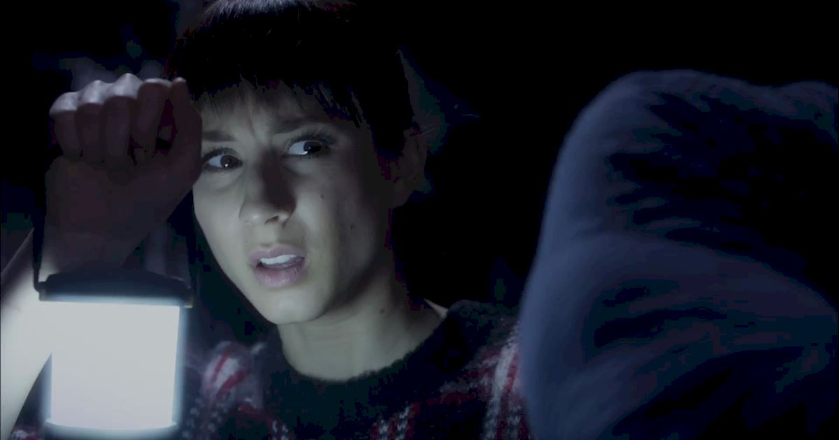 Pretty Little Liars - Exclusive Finale Video: Someone's Hot On Spoby's Heels...But Who?! - 1011