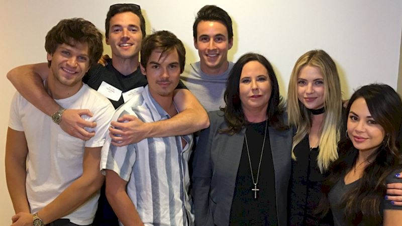 Pretty Little Liars - The Cast Of PLL React To The Season Finale! - Thumb