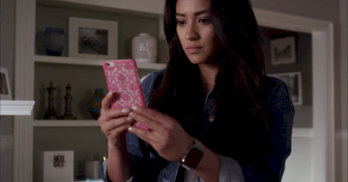 Pretty Little Liars - 16 Times The Liars Understood Your Awkward Flirting Moments - 1002