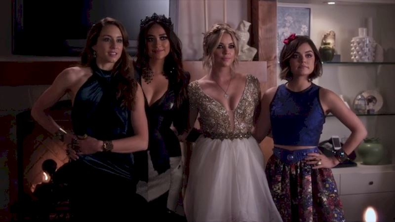 Pretty Little Liars - 5 Times The PLL Girls Wore Ball gowns Like A Boss - Thumb