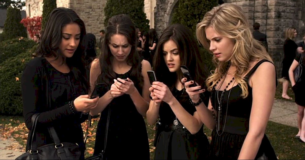 Pretty Little Liars - 13 Times PLL Brought Funeral Fashion To Life! - 1001