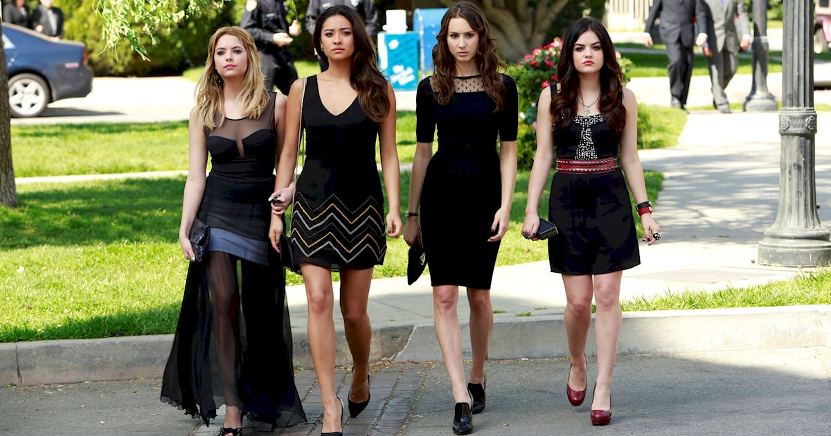 Pretty Little Liars - 13 Times PLL Brought Funeral Fashion To Life! - 1006