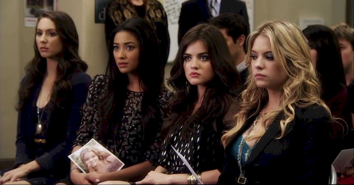 Pretty Little Liars - 13 Times PLL Brought Funeral Fashion To Life! - 1002