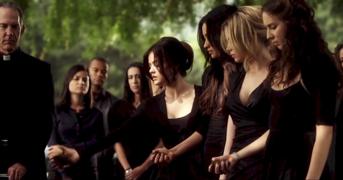 Pretty Little Liars - 13 Times PLL Brought Funeral Fashion To Life! - 1004