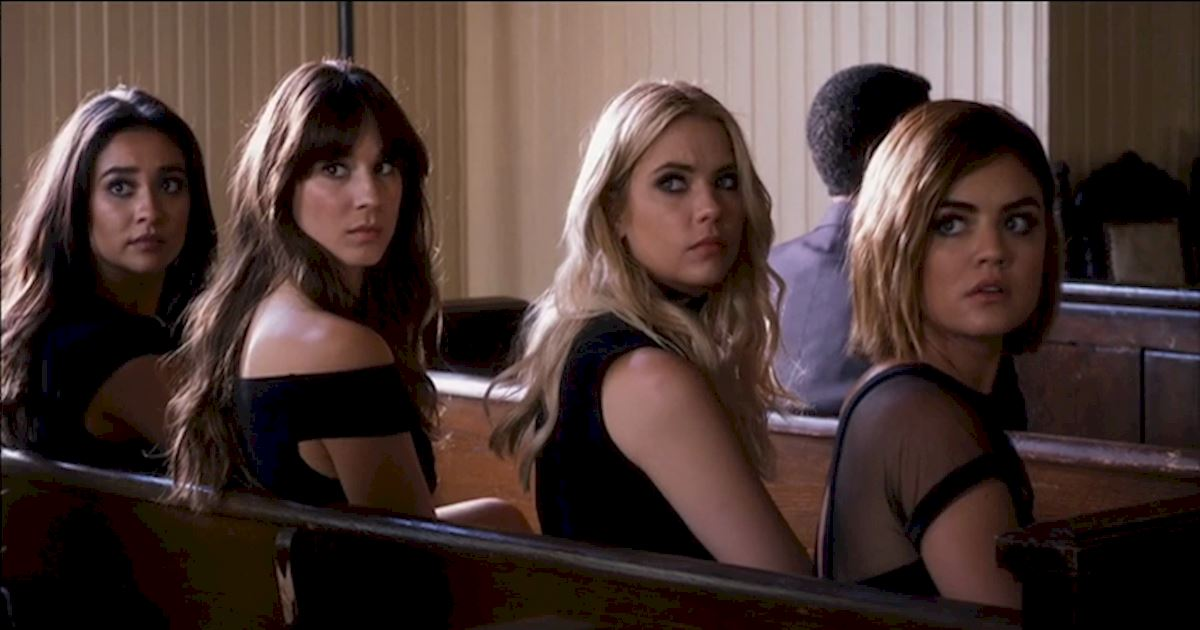 Pretty Little Liars - 13 Times PLL Brought Funeral Fashion To Life! - 1011
