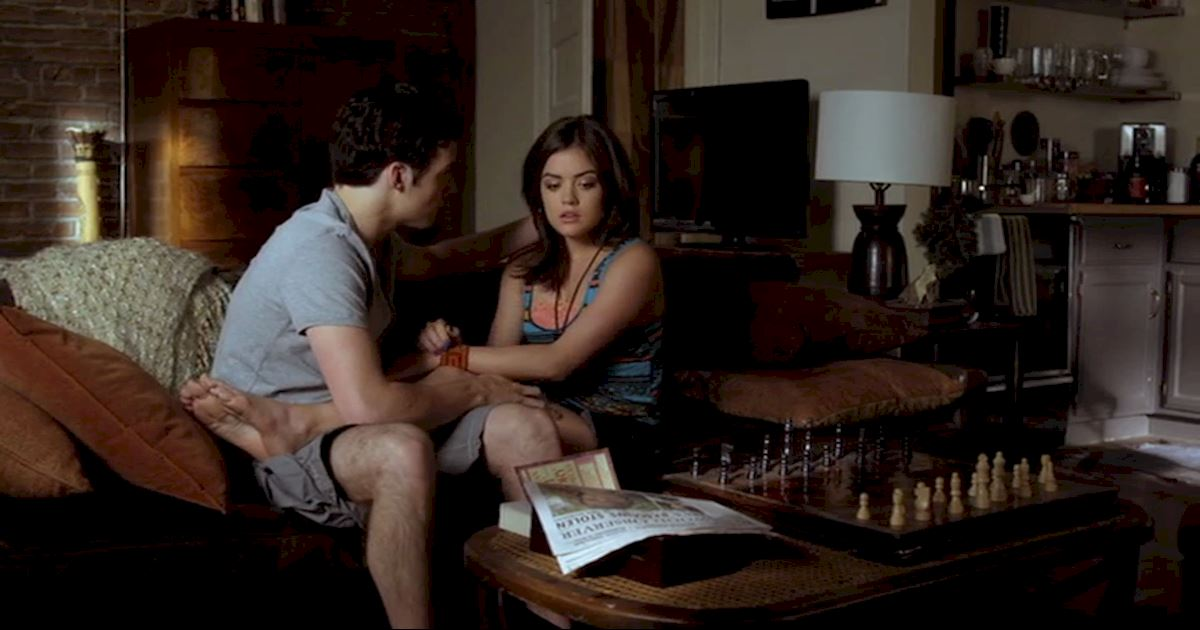Pretty Little Liars - 18 Times Ezria Made Us Feel Way Too Much - 1012