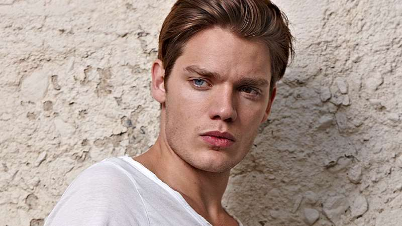Shadowhunters - 10 Reasons Dominic Sherwood is Your Imaginary Boyfriend - Thumb