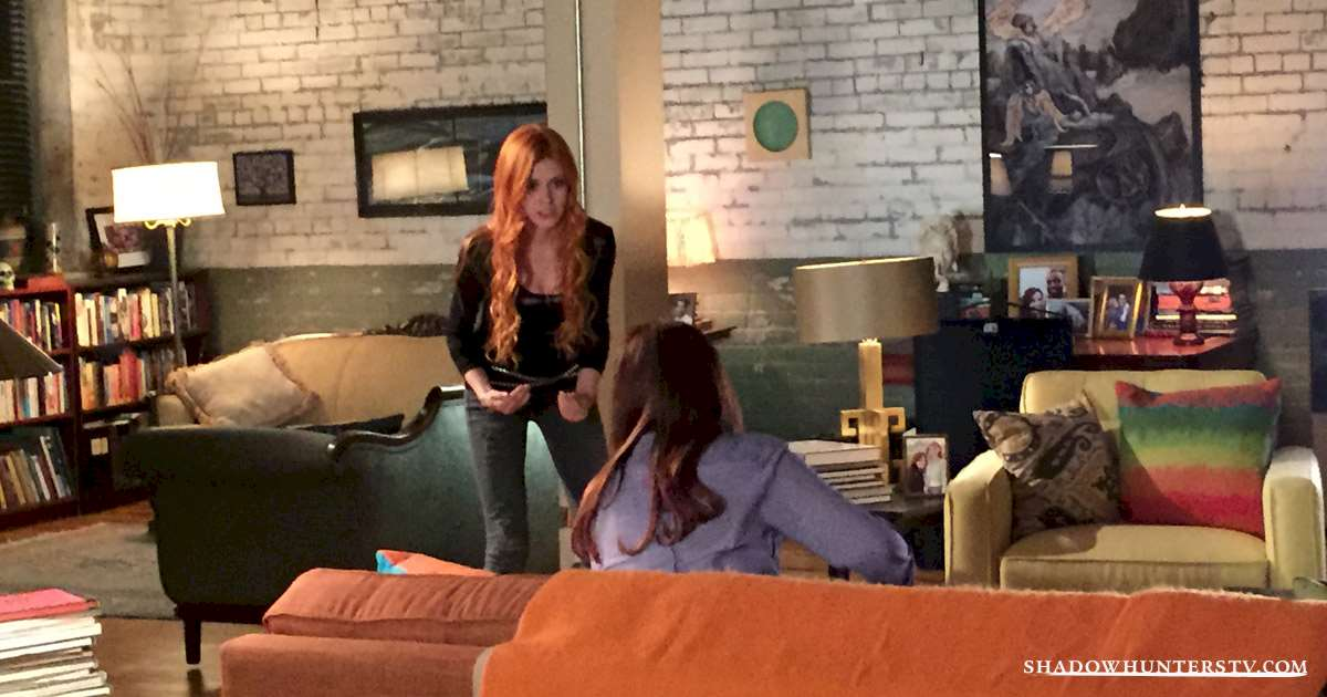 Shadowhunters - [EXCLUSIVE] The Making of Shadowhunters: Inside the Fray Household - 1002