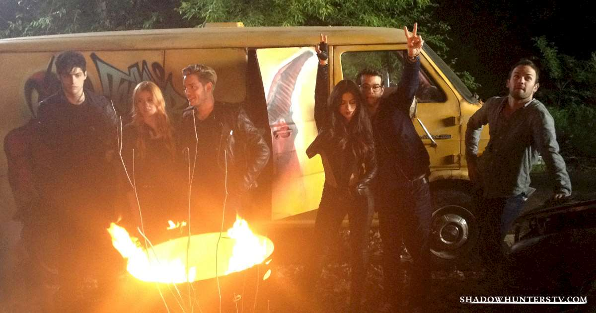 Shadowhunters - EXCLUSIVE: A Deeper Look At Simon's Yellow Van - 1004