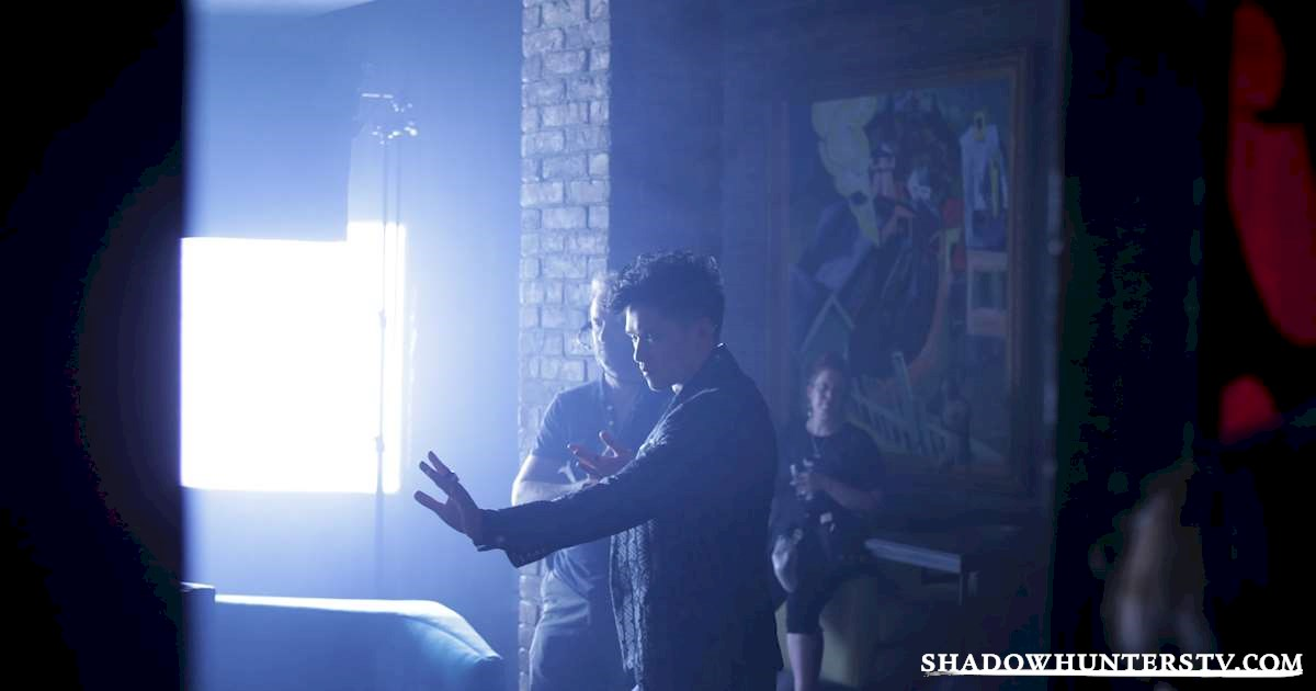 Shadowhunters - [EXCLUSIVE] The Making of Shadowhunters: Inside The Editing Suite - 1005