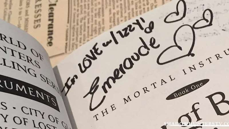 Shadowhunters - [EXCLUSIVE] Take a Look at The Signatures of the Cast! - Thumb