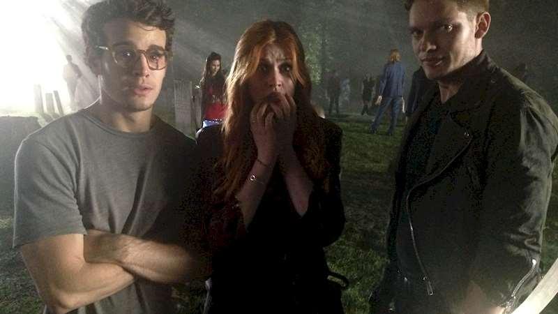 Shadowhunters - [EXCLUSIVE PHOTO] Caption This! - Thumb