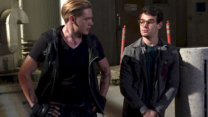 Shadowhunters - [EXCLUSIVE PHOTO] Caption This: Simon and Jace! - Thumb