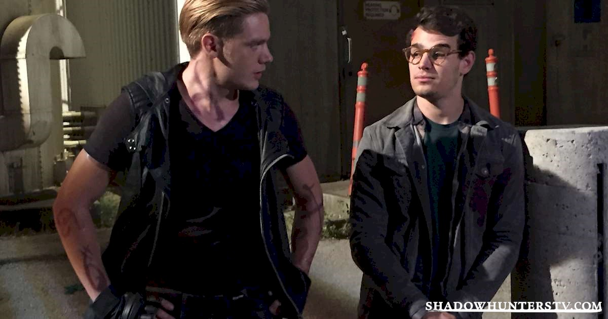 Shadowhunters - [EXCLUSIVE PHOTO] Caption This: Simon and Jace! - 1003