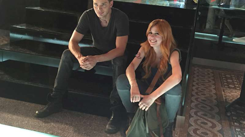 Shadowhunters - [EXCLUSIVE PHOTOS] Jace and Clary! - Thumb