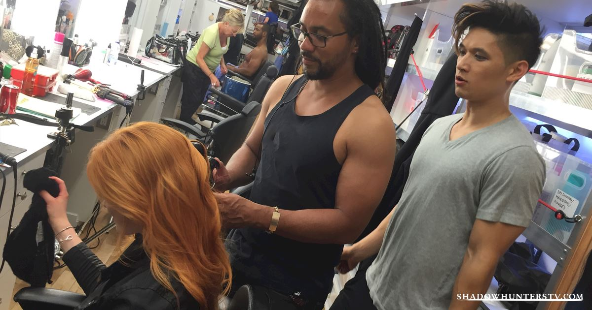 Shadowhunters - [EXCLUSIVE PHOTOS] Magnus: Warlock and Hair Stylist!  - 1002