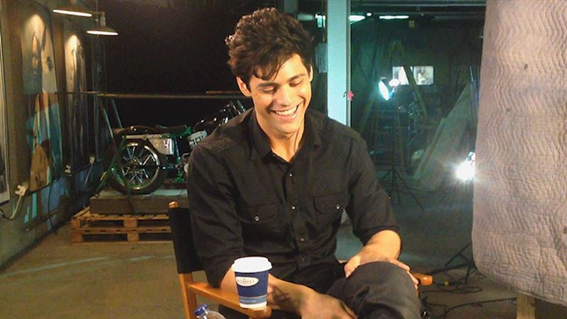 Shadowhunters - [EXCLUSIVE VIDEO] Cooking Up A Storm With Matthew Daddario - Thumb