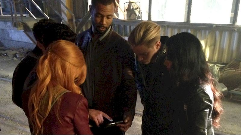Shadowhunters - Caption This Pic: Cast Huddle - Thumb