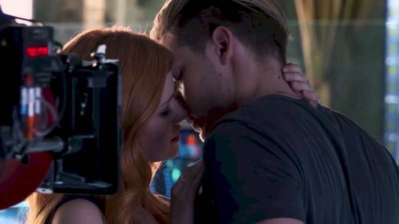 Shadowhunters - [POLL] Which Character Would You Share Your New Year's Kiss With? - Thumb