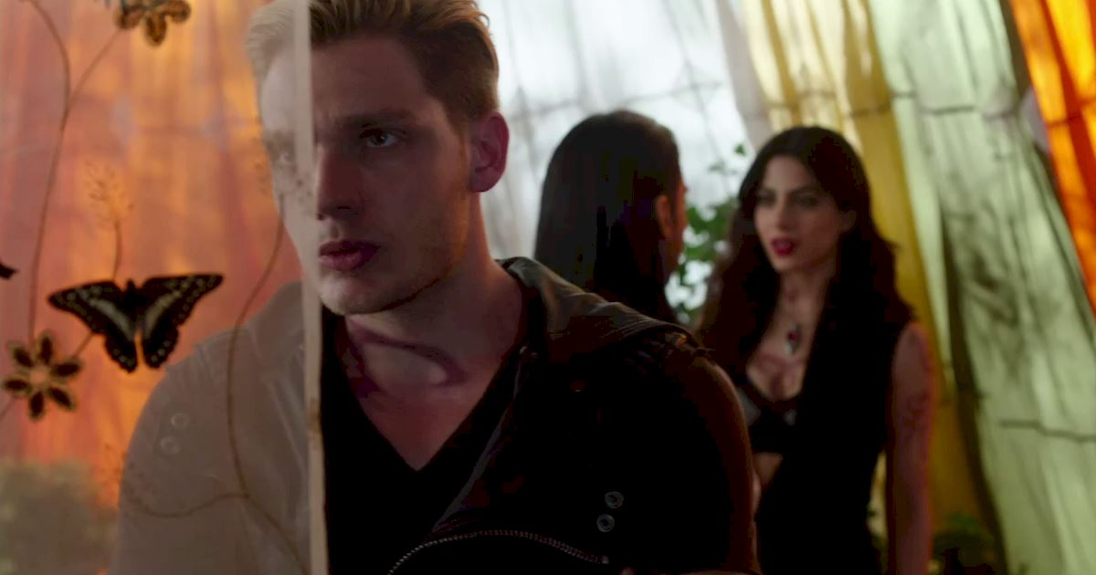 Shadowhunters - 40 Reasons You Need Jace As Your Bodyguard! - 1029