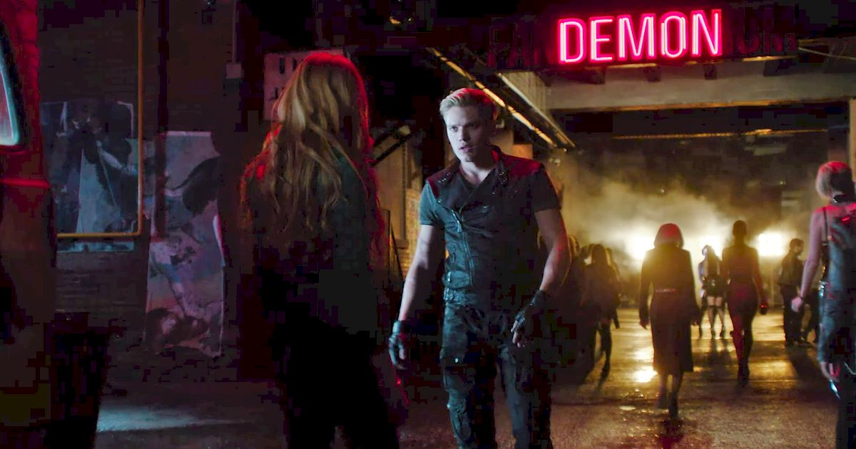 Shadowhunters - 40 Reasons You Need Jace As Your Bodyguard! - 1005
