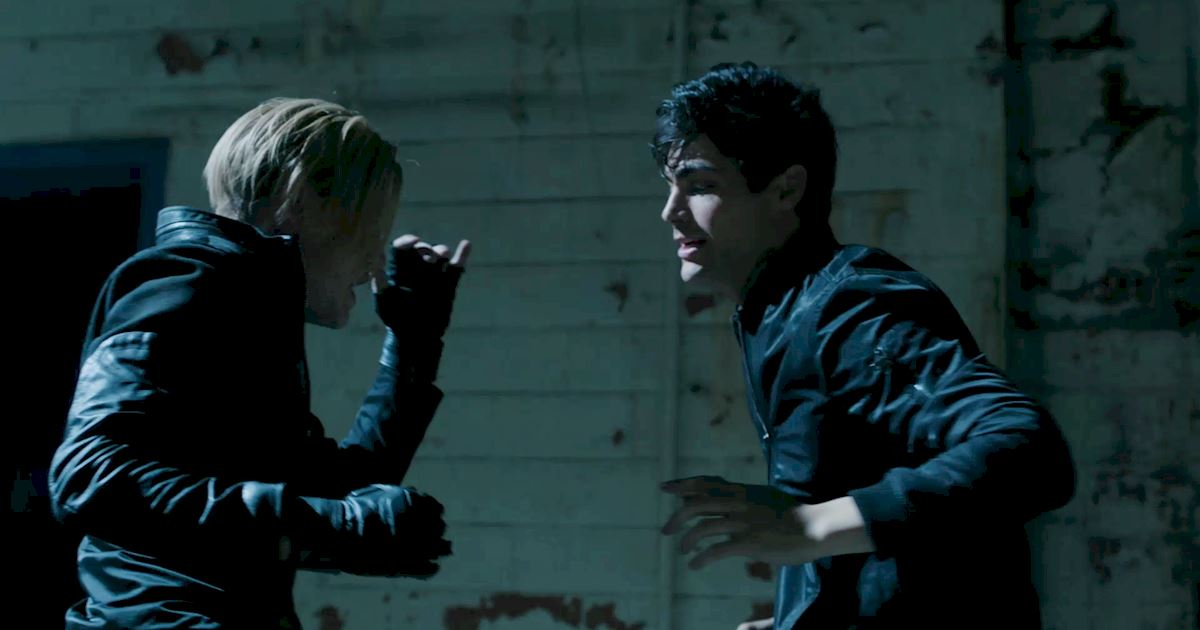 Shadowhunters - 40 Reasons You Need Jace As Your Bodyguard! - 1008