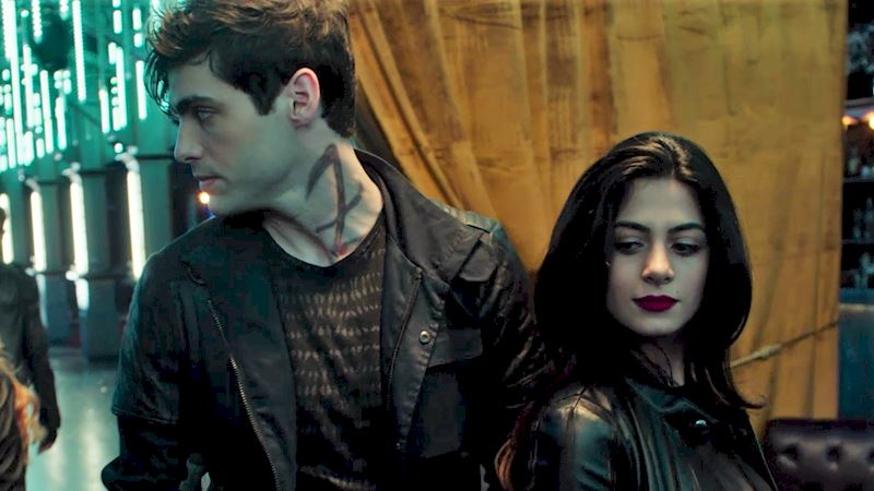 Shadowhunters - 60 Times Izzy And Alec Were Sibling Goals! - Thumb