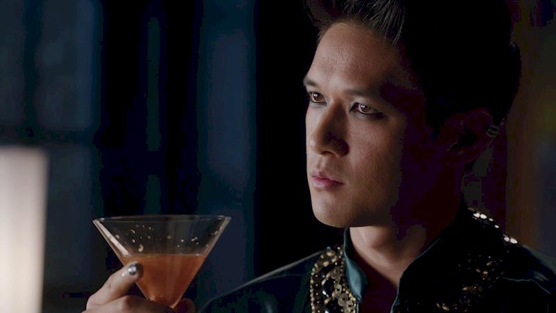 Shadowhunters - 12 Reasons Why Magnus Bane Kicks Ass As The Owner Of Pandemonium - Thumb