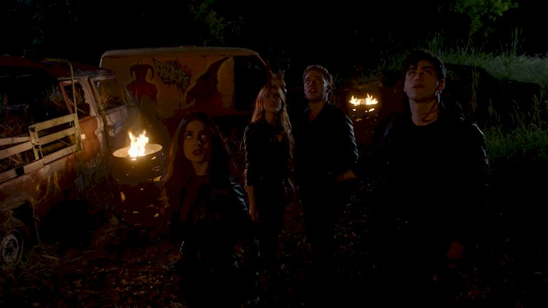 Shadowhunters - [QUIZ] How Closely Did You Watch Episode Two? - Thumb