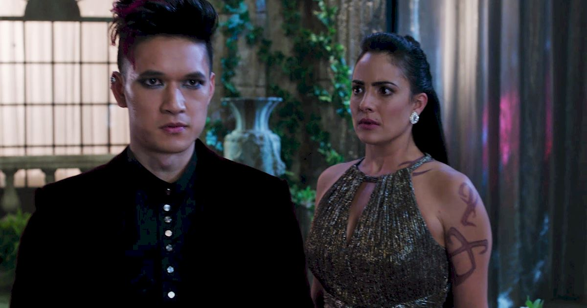 Shadowhunters - Shadowhunters Fashion: Izzy Vs. Magnus - 1013