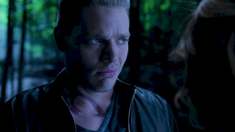 Shadowhunters - 12 Shadowhunters Moments That Got Out Of Hand Real Fast! - Thumb