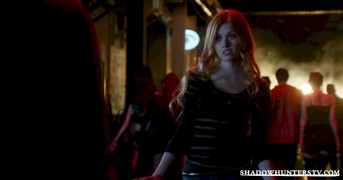 Shadowhunters - 14 Times Clary Did Something Crazy And Pulled Off The Impossible! - 1002