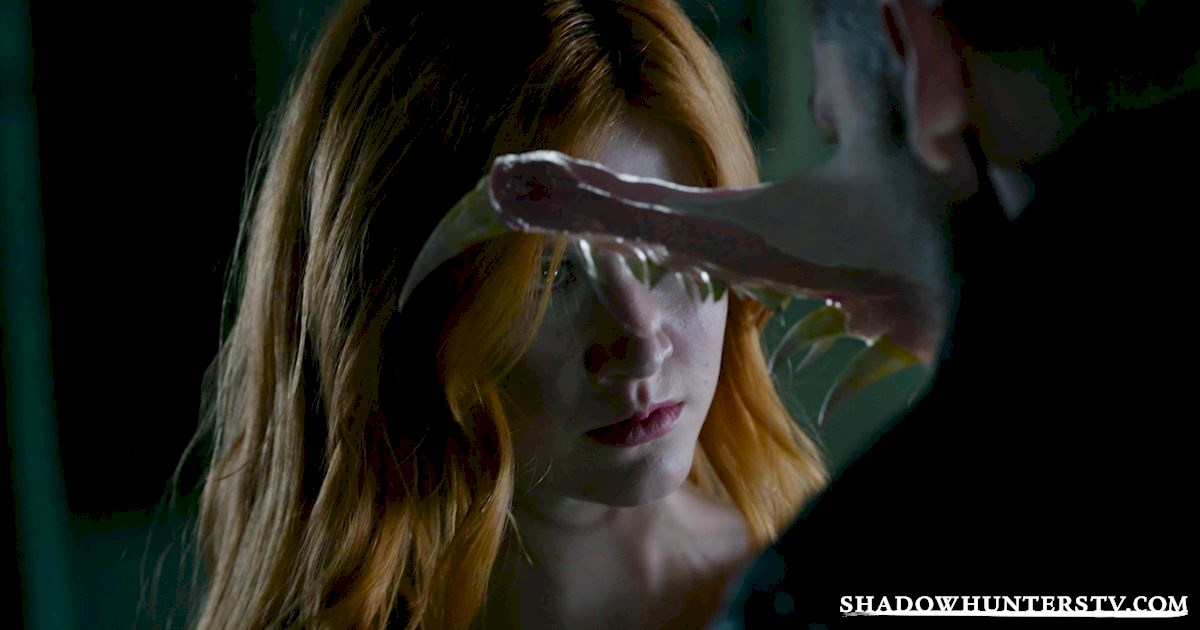 Shadowhunters - 14 Times Clary Did Something Crazy And Pulled Off The Impossible! - 1017