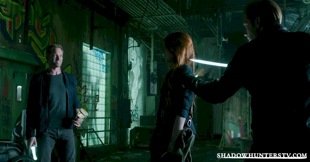 Shadowhunters - 14 Times Clary Did Something Crazy And Pulled Off The Impossible! - 1023
