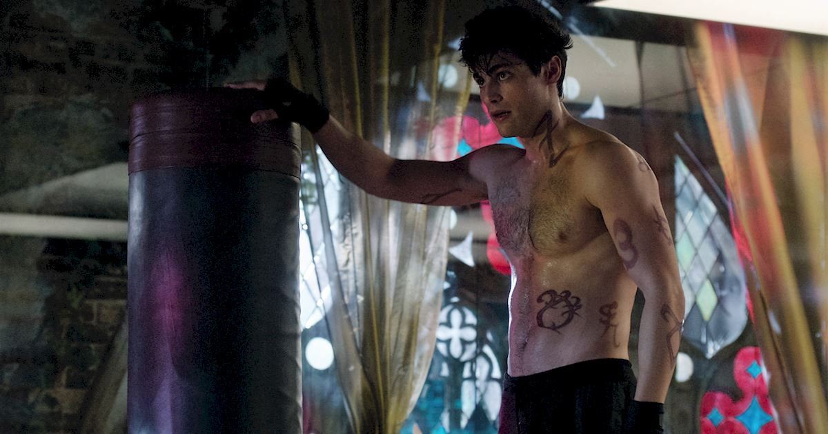 Shadowhunters - 36 Reasons To Love Alec Lightwood Even More Than You Already Do! - 1023