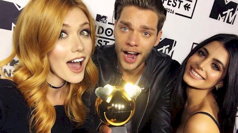Shadowhunters - ICYMI: We Won New Fandom Of The Year AND Production Of Season 2 Begins Soon!  - Thumb