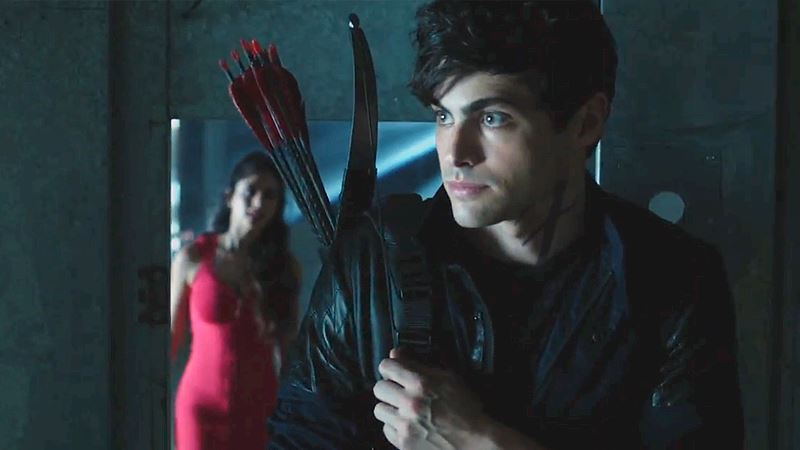 "Shadowhunters - [SNEAK PEEK] Episode 3: ""We'll Distract The Vamps"" - Thumb"