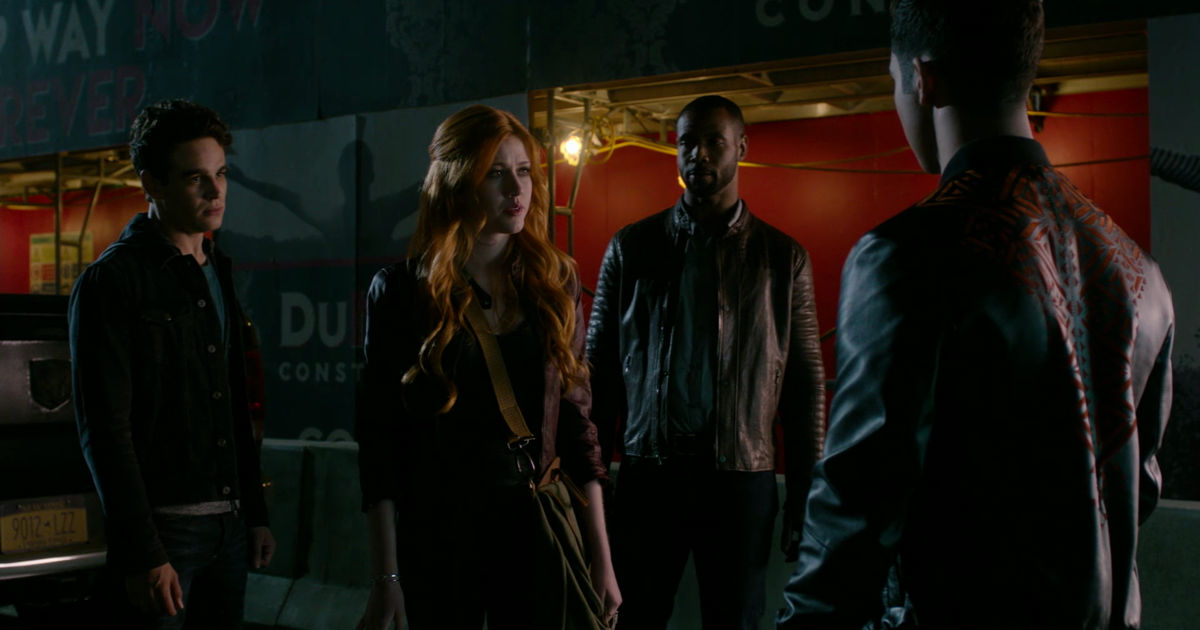 Shadowhunters - 19 Reasons Clary Was So Lucky To Have Luke As Her Dad! - 1014