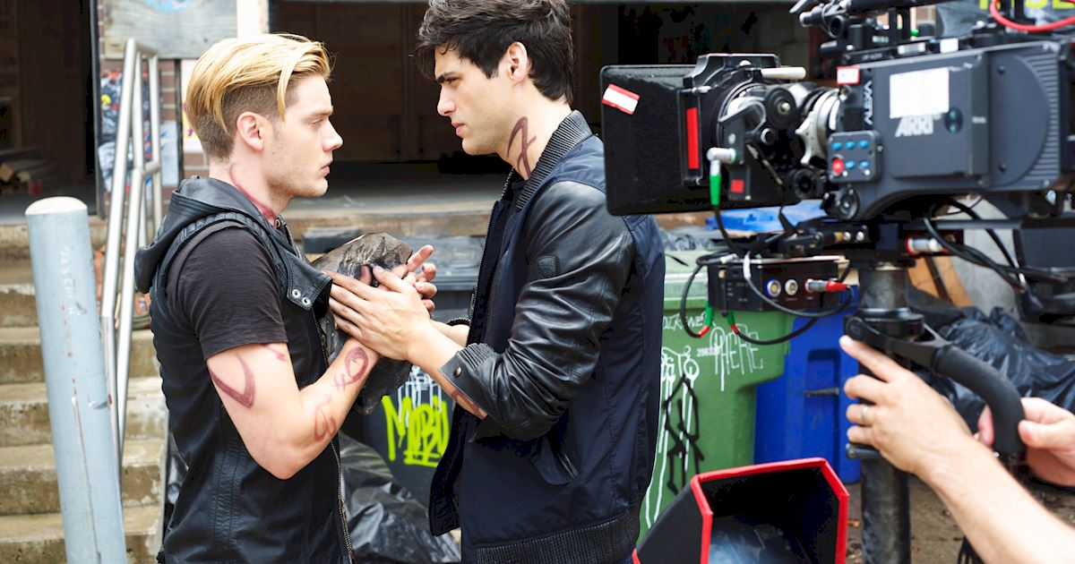 Shadowhunters - [PHOTOS] Incredible Set Photos From Episode Five Of Shadowhunters  - 1001