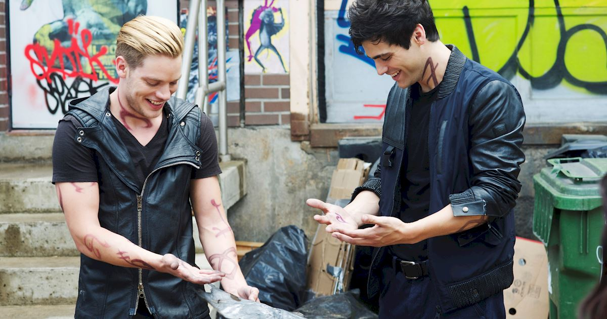 Shadowhunters - [PHOTOS] Incredible Set Photos From Episode Five Of Shadowhunters  - 1003
