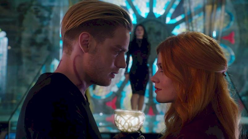 Shadowhunters - [GIFs] The 10 Stages Of A House Party - Thumb