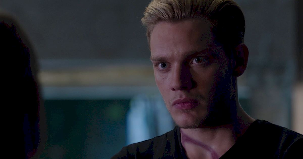 Shadowhunters - The Best Dirty Looks Of Season One (So Far) - 1046
