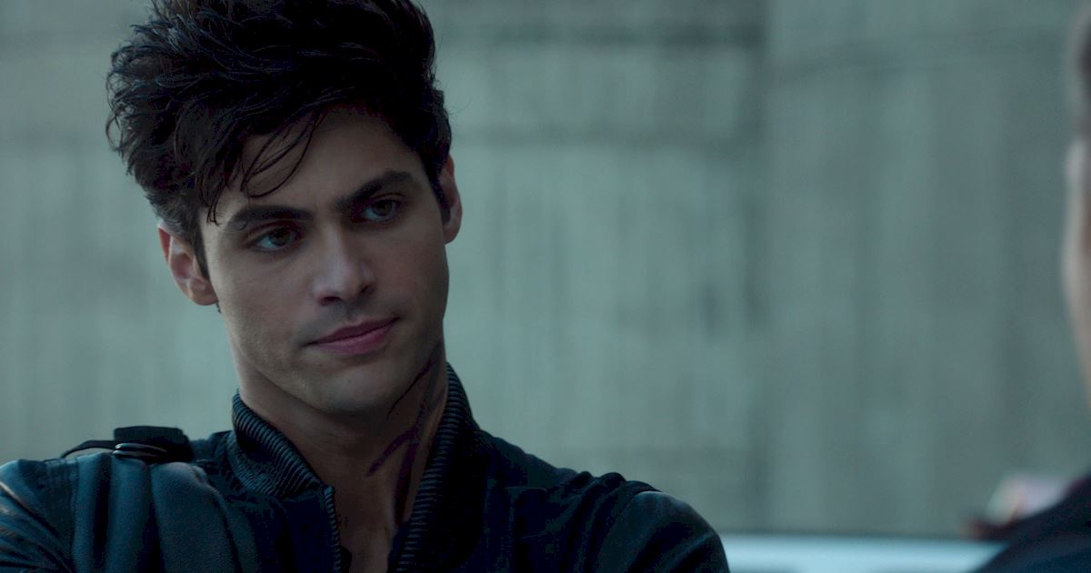 Shadowhunters - The Best Dirty Looks Of Season One (So Far) - 1040