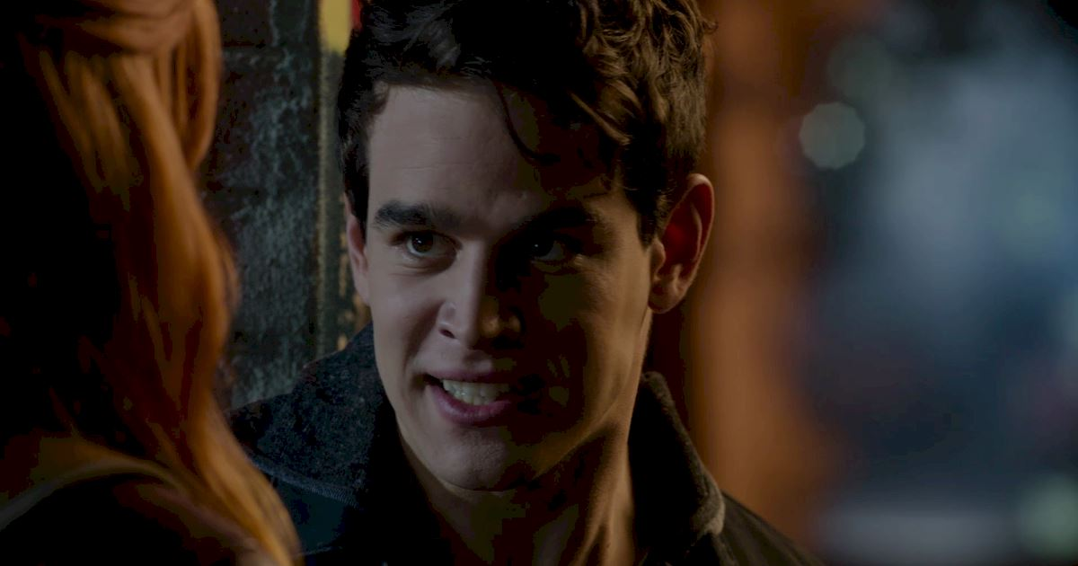 Shadowhunters - The Best Dirty Looks Of Season One (So Far) - 1047