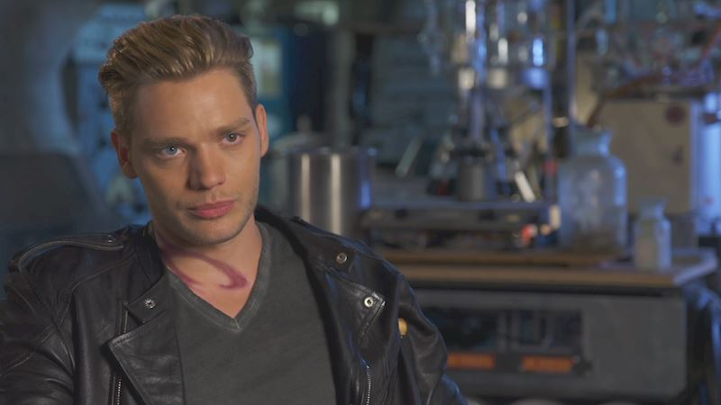 Shadowhunters - [VIDEO] Dominic Sherwood Talks Love Triangles!  - Thumb